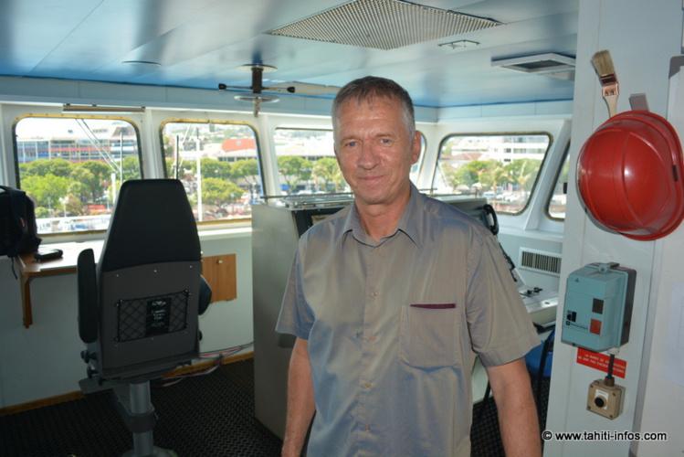 Benoît Beliaeff, directeur du centre Ifremer du Pacifique, sur le pont du bateau