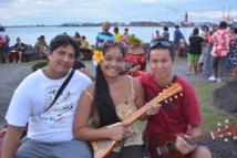 Ku'ulei entourée de son père et de Kelvin