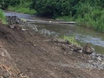 """Des travaux pour l'aménagement de la rivière Taharu'u ont démarré début février, """"sans aucune autorisation affichée"""" déplore la présidente de l'association de défense de la rivière."""
