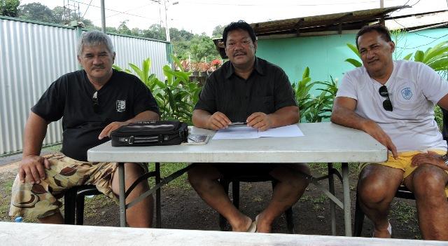 Gustave Heitaa était entouré du syndicaliste CSTP-FO Mahinui Temarii (à gauche) pour présenter son programme.