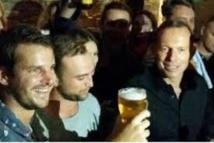 Australie : le Premier ministre provoque des remous en descendant une bière(...)
