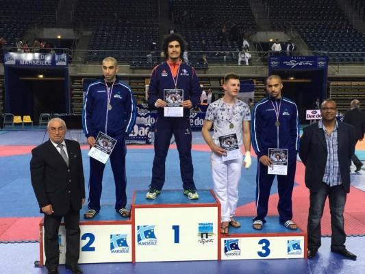 Waldeck Defaix, -87 kg, sur la plus haute marche du podium