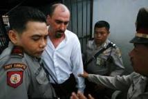 La famille du Français condamné à mort en Indonésie implore Hollande et l'UE de le sauver
