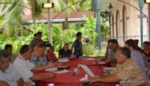 Le 12 décembre 2014, les tavana (ou leurs représentants) des 48 communes de Polynésie discutaient avec le Pays et l'Etat du contrat de projets Etat/Pays/communes et de la création d'une fiscalité communale propre. Après ce débroussaillage place aux réflexions d'un comité de travail ad hoc.