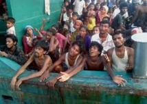 """Des centaines de migrants secourus en Indonésie mais le """"ping-pong humain"""" se poursuit"""