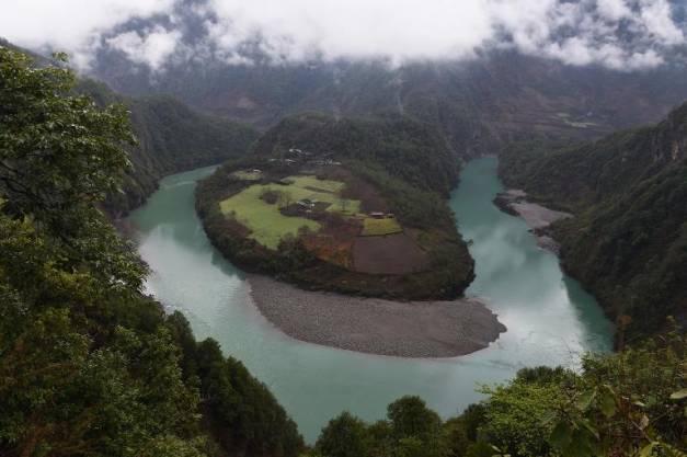 Au bord de l'Himalaya, les excès du développement à la chinoise