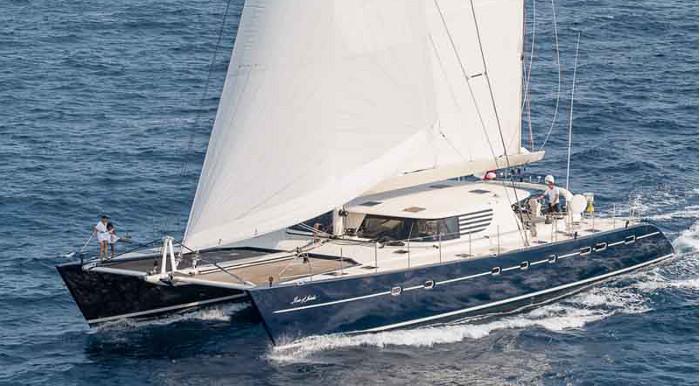 Lors de saison d'hiver aux Antilles en 2013/2014 ou en Méditerranée durant l'été, le catamaran Rose Of Jericho était loué à 35 000 euros (4,1 millions de Fcfp) pour une semaine de navigation (équipage compris).