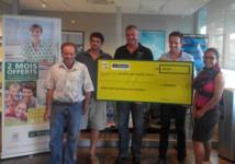 Gan Assurances remet un chèque à l'Association Observatoire des Requins de Polynésie