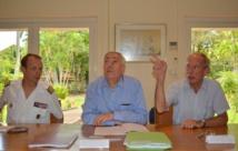 De gauche à droite : général Paul Fouilland, contrôleur général de l'armée en charge des travaux de rénovation de Telsite à Moruroa ; Bernard Dupraz, délégué à la sûreté nucléaire et à la radioprotection ; docteur Frédéric Poirrier, chef de département de suivi des centres d'expérimentation nucléaire de la direction générale de l'armement.