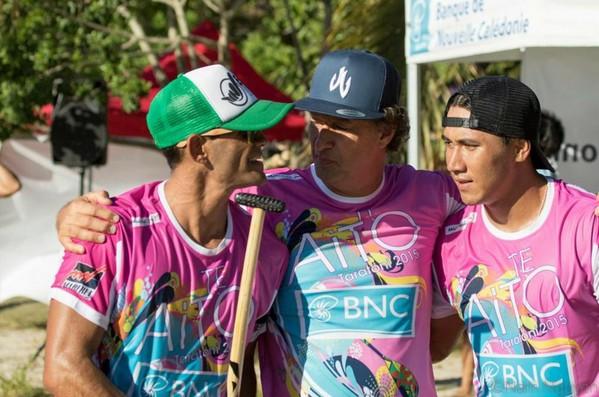 Va'a : Steeve Teihotaata et Vaimiti Maoni remportent le Te Aito taratoni
