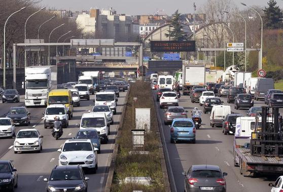 Le périphérique à Paris le 10 avril 2015 un jour de pollution - AFP/Archives Miguel Medina