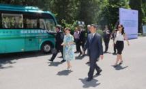 Déplacement d'Edouard Fritch en Chine : visite à l'APCAE et remise d'un bus électrique