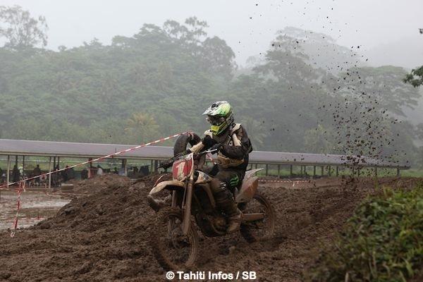 Raiarii Vonbalou domine le motocross polynésien depuis plusieurs années