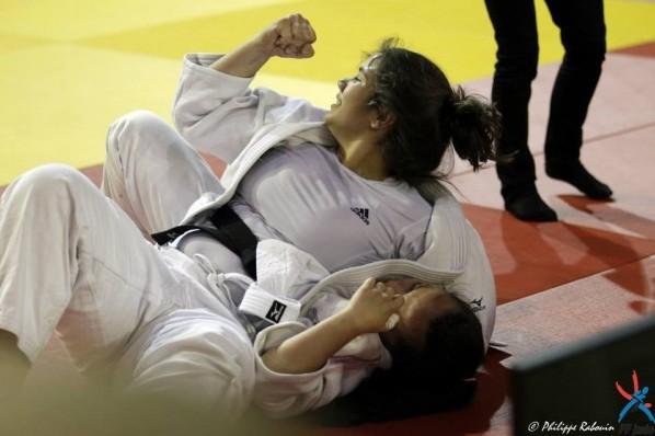 Le poing fermé synonime de victoire pour Rauhiti Vernaudon