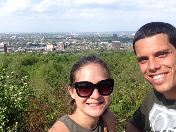 Anapa Perez et sa copine en mode 'selfie' à Montréal.
