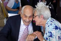 """GB: George Kirby, 103 ans, et Doreen Luckie, 91 ans, se sont dit """"oui"""""""