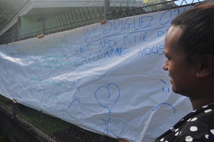 «SVP ayez pitié de notre école» les enfants ont laissé plusieurs messages à l'attention des autorités de la commune et du Pays.
