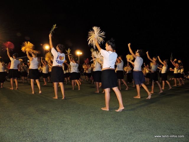 Les danseuses de O Tahiti E en pleine répétition