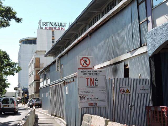"""L'achat de l'ancien Royal Papeete """"a été effectué sans aucune présentation globale du projet, sur l'unique justification que cette parcelle acquise au prix fort et destinée à devenir un parking, entrait dans le cadre du projet de nouvelle gare maritime"""", regrette la CTC."""