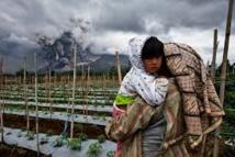 Vie précaire dans l'ombre d'un volcan en Indonésie