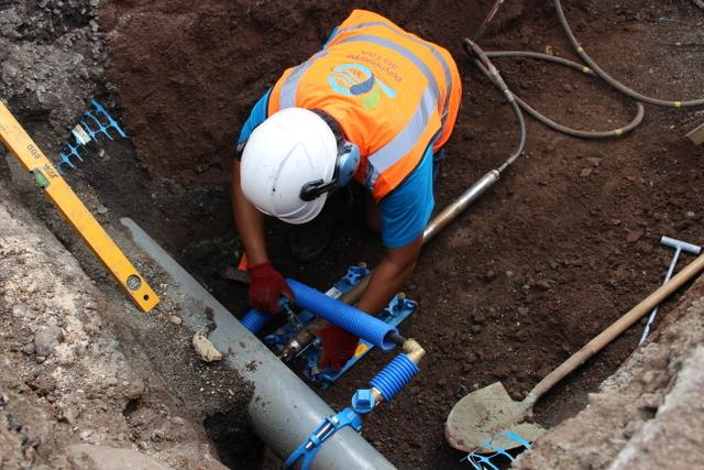 La Polynésienne des eaux s'est équipé d'une fusée pour installer des canalisations sans avoir à réaliser de tranchées.
