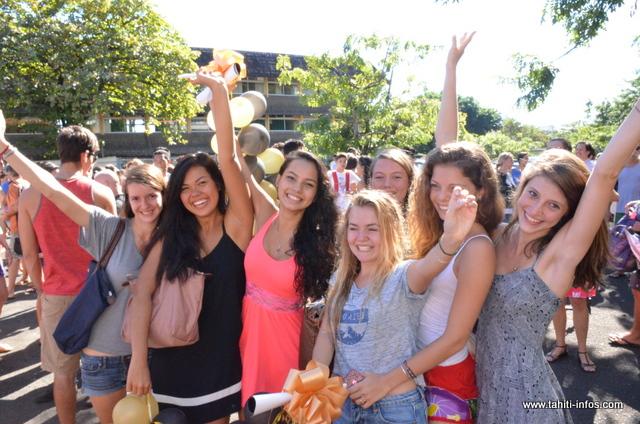 Ambiance joyeuse pour les nouveaux bacheliers, hier au lycée Paul Gauguin !