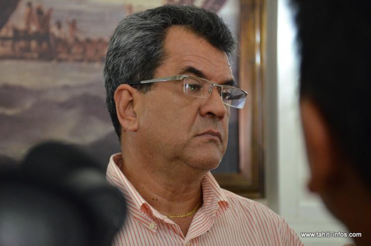 Edouard Fritch annonce qu'il évoquera le projet de la création d'une desserte aérienne intra-polynésienne, lors du prochain sommet du groupe des dirigeants polynésien, qui doit se tenir les 15 et juillets en Polynésie française.