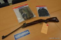 Les effets saisis par la gendarmerie sur indication de Vaianui, après le braquage de la roulotte pizzeria samedi soir.