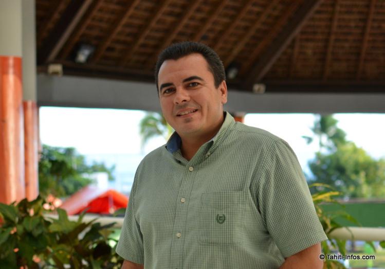 Teva Rohfritsch, numéro 4 du gouvernement Fritch et ministre de la Relance économique, à la sortie du comité de pilotage du Mahana Beach à la mairie de Punaauia le 9 juillet