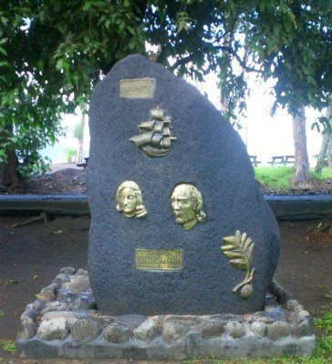 La stèle de la Bounty a été érigée en 2005 et retrace l'arrivée du célèbre navire à Mahina en 1788.