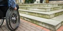 Handicap: la mise en accessibilité des lieux publics repoussée