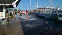 A la marina Taina de Punaaui, la mer s'est invitée sur les quais occasionnant quelques dégâts (Photo A.A)