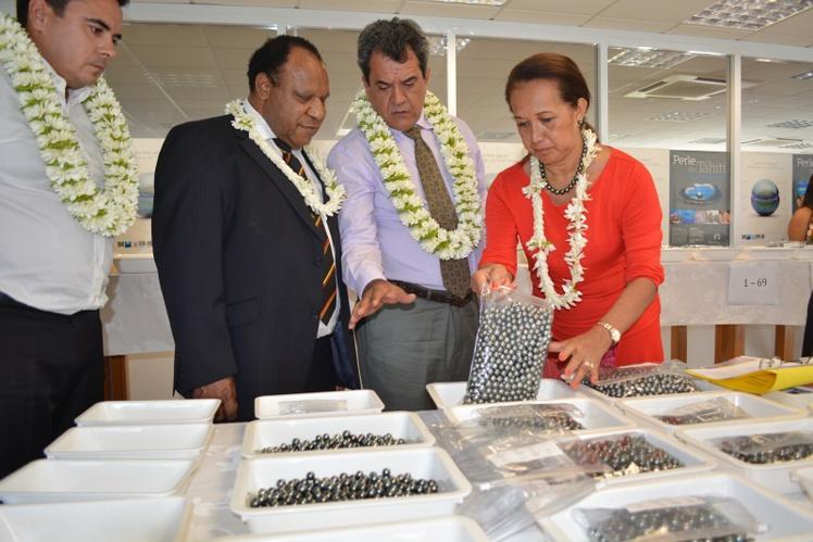 Teva Rohfritsch, le président Baldwin Lonsdale du Vanuatu, Edouard Fritch et Élisabeth Moe.