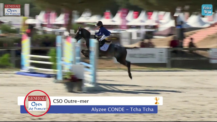 Alysée Condé porte les couleurs de la Polynésie Française sur la plus haute marche du podium des Championnats de France d'équitation