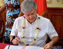 Jacques Mérot, président de l'Autorité polynésienne de la concurrence, a signé une convention avec la Haute autorité française