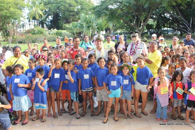 Plus de 400 enfants ont participé à l'opération Social Police 2000, ce jeudi matin. Ils ont été reçus par l'administrateur des IDV, Christophe LOTIGIE à la résidence du Haut-commissaire, pour le petit déjeuner.
