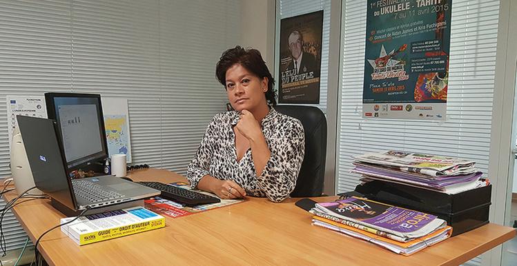Journaliste, rédactrice en chef, puis directrice d'antenne, Mateata est désormais directrice générale de la télévision du Pays.