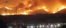 USA: la Californie continue de flamber, plus de 9.000 pompiers en action