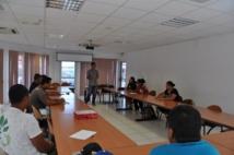 Les bénéficiaires des CAE de Punaauia suivent deux sessions de formation. L'une est en cours actuellement en mairie.