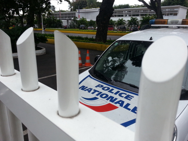 Les policiers de la Section d'intervention ont rapidement retrouvé l'agresseur, connu comme le loup blanc au commissariat de Papeete.