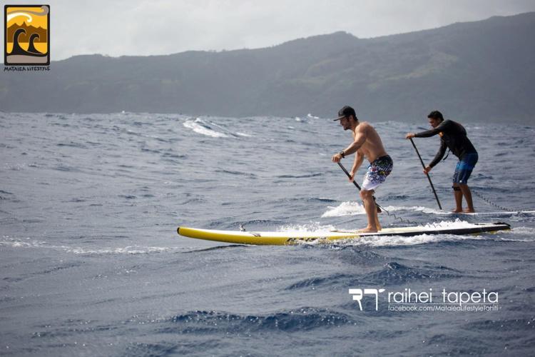 Bixente a gouté aussi au downwind avec ses amis de Mataiea. © Raihei Tapeta / Mataiea Lifestyle