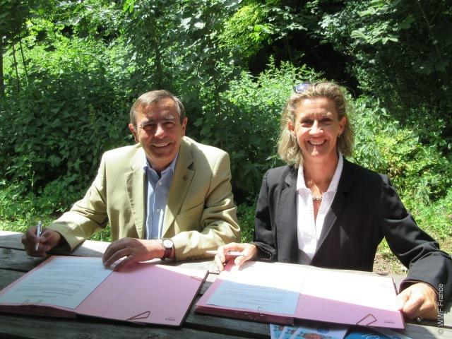 photos lors de la signature de notre partenariat le 9 juin dernier à Paris.