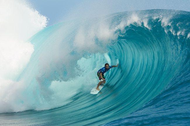 Taumata Puhetini est un surfeur polyvalent. © Tim Mc Kenna.
