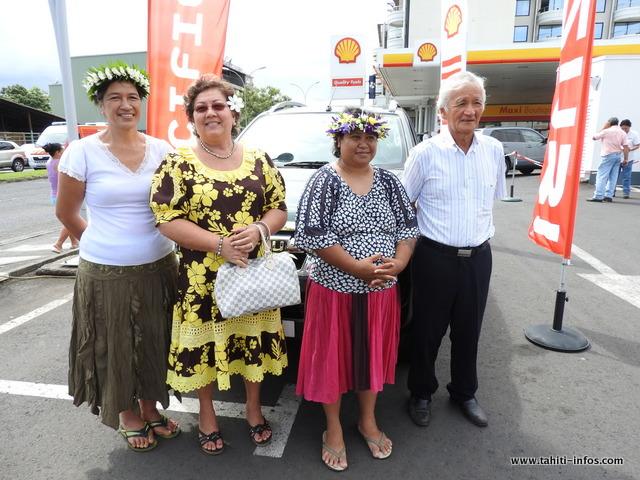 Edithe, Béatrice, Emiliane, en compagnie de Albert Moux