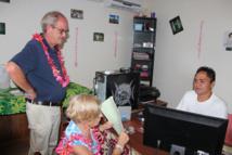 En novembre 2014, Patrice Gélinet, membre du Conseil supérieur de l'audiovisuel (CSA) en charge de l'outremer avait effectué une mission d'une dizaine de jours en Polynésie française. Il avait pu visiter 14 des 24 stations du territoire. Dont des radios associatives de très grande proximité notamment Radio Marquises et la radio catholique Te Oko Nui à Nuku Hiva.