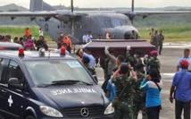 Accident d'avion en Indonésie: les victimes évacuées, des experts français à Jakarta