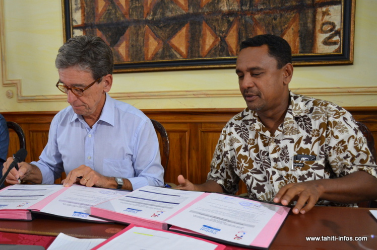 Gilles Cantal, secrétaire général du haut-commissariat, et Tearii Alpha, ministre du Logement, ont validé la programmation de six opérations de logement social pour l'année 2015, jeudi matin à l'issue du premier Copil du Contrat de projets 2015-2020.