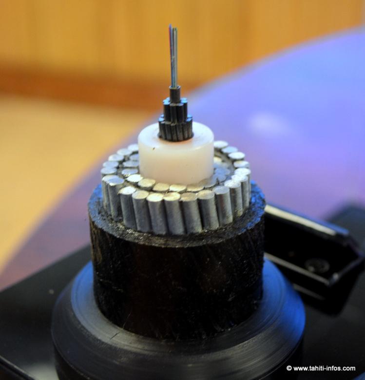 Les câbles sous-marins, comme Honotua, ont une importance stratégique très importante. La fibre optique qui transmet ces masses incroyables de données est pourtant épaisse comme un cheveu.