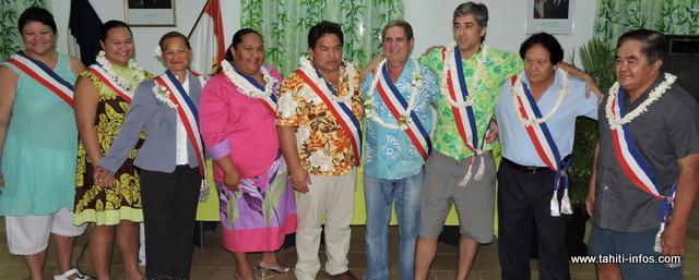 Le maire Damas Teuira entouré de ses adjoints