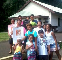 Te Ui Taure'a no Orofara distribue 23 cartables aux enfants de Orofara